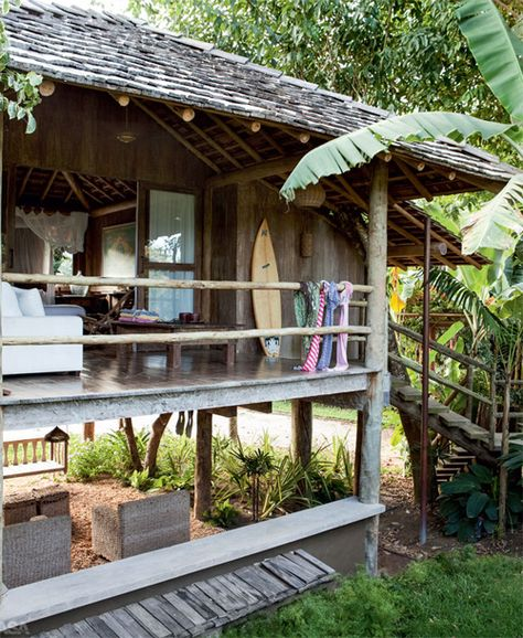 OK, this is serious daydreaming... a little wooden house at a beach somewhere in the tropics...