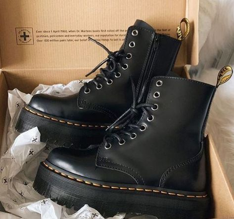 Women Boots Rain Boots Women'S Outfits With Cowboy Boots Ankle Black Boots Outfit Outfits With Short Rain Boots Dr. Martens, Dr Martens Stiefel, Dr Martens Boots, Dr Martens Jadon, Doc Martens Black, Dr Martens Style, Dr Martens Outfit, Doc Martens Women, Sneakers Mode