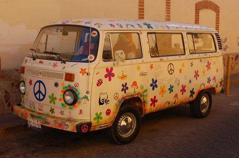 The dopest hippie van on the planet. I've never seen such a OCD hippie van in my life. Kombi Hippie, Hippie Car, Hippie Chick, Hippie Life, Auto Volkswagen, Vw T1, Volkswagen Beetles, Hippy Room, Hippie Room Decor