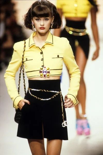 Chanel Spring 1995 Ready-to-Wear Fashion Show - Chanel Spring 1995 Ready-to-Wear Collection – Vogue -