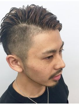 2018年春 Heel 上杉秀明 ワイルドツーブロックモヒカン サイドパート Heel Ginza ヒール ギンザ のヘアスタイル Biglobeヘアスタイル メンズ ヘアスタイル ツーブロック メンズ ヘアスタイル 髪型 メンズ アシメ