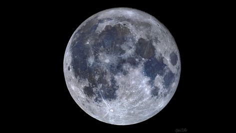 Color Mosaic of the Full Moon Reveals Blue 'Seas' of