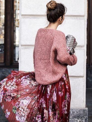 Knit rose-colored sweater + floral print maxi dress | #floralprint #fashion #style
