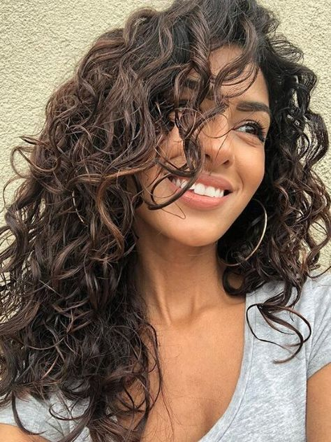 14 Must-Try Hairstyles for Long Curly Hair Curly Hair_Side-Swept Layers Medium Hair Styles, Natural Hair Styles, Long Hair Styles, Style Long Hair, Natural Curly Hair, Curly Hair Styles Easy, Long Curly Haircuts, Boy Haircuts, Modern Haircuts