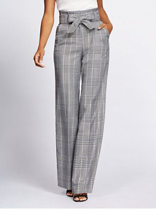 Timeless style with a modern twist: a paperbag-waist design updates Gabrielle's houndstooth-print wide-leg pant. Pairs perfectly with our matching jacket. From the Gabrielle Union Collection, exclusively at New York & Company.