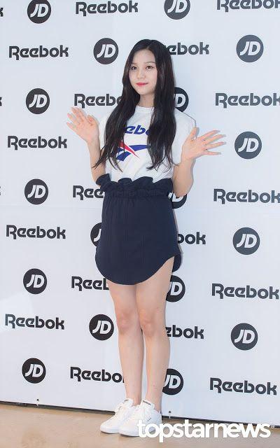 Netizens Praise The Shining Silky Hair Of This Idol Silky Hair Hair The Shining