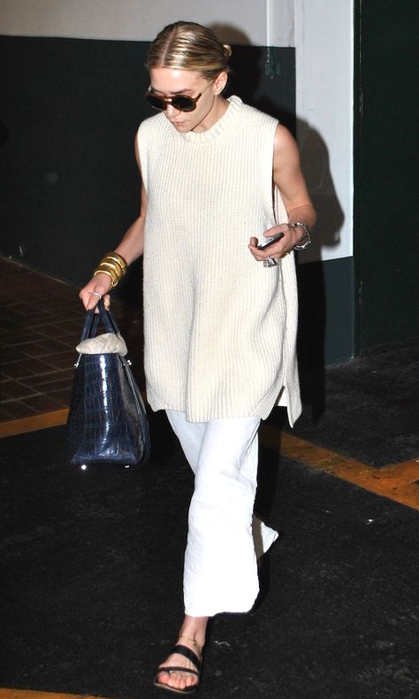 Ashley Olsen shows a chic way to wear a sleeveless sweater with a sleek low bun, round sunglasses, The Row croc-embossed bag, linen maxi skirt, and sandals. Get the look: + Komono Coco Sunglasses Street Style Outfits, Look Street Style, Mode Outfits, Ashley Olsen Style, Olsen Twins Style, Olsen Twins Fashion, Mary Kate Ashley, Mary Kate Olsen, Look 2018