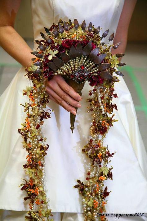 Stunning fan shaped bouquet by Jouni Seppänen