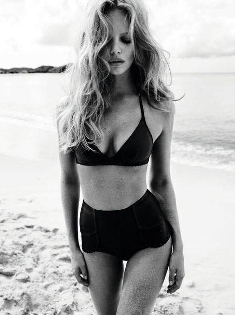 High-waisted bikini | @styleminimalism