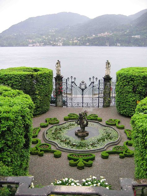 Villa Carlotta at Lake Como, Italy via: lavenderhillinteriors on IG Formal Gardens, Outdoor Gardens, Courtyard Gardens, Dream Garden, Garden Art, Italian Garden, Garden Inspiration, Colour Inspiration, Interior Inspiration
