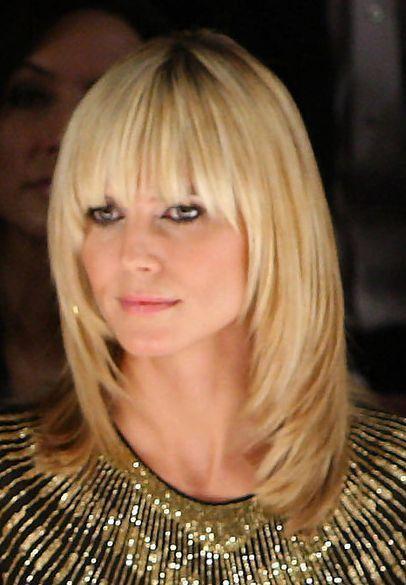 Bildausschnitt Fur Frisuren Der Beruhmtheit Heidi Klum Mit Pony 406314 Coolspotters Frisur Pony Blond Frisur Pony Lang Haarschnitt Ideen