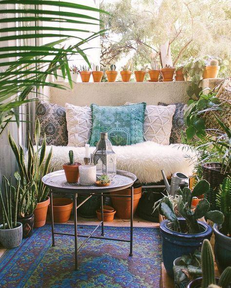 Tabletttisch Garten.Balkon Im Boho Look Mit Tabletttisch Kakteen Und Tropischen