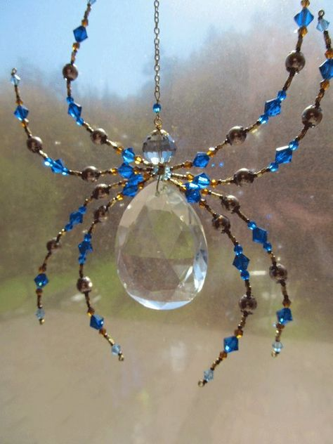 Beaded Vintage Crystal Spider - Impressive Spider Sculpture -Capris Blue Dark harbor Sun Catcher by Spidertown on Etsy - The Crafting Room Wire Crafts, Bead Crafts, Jewelry Crafts, Carillons Diy, Sell Diy, Wire Jewelry, Beaded Jewelry, Jewellery, Beaded Spiders