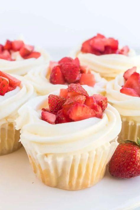 Strawberry Cream Cheese Frosting, Cream Cheese Cupcakes, Strawberry Icing, Yummy Cupcakes, Shortcake Cupcake Recipe, Strawberry Shortcake Cupcake, Homemade Cupcake Recipes, Cupcake Recipes From Scratch, Homemade Vanilla Cupcakes