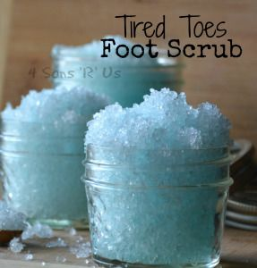 Tired Toes Foot Scrub – 4 Sons 'R' Us Tired Toes Foot Scrub. only 2 ingredients, and a perfect way to pamper yourself at the end of any day! Body Scrub Recipe, Diy Body Scrub, Sugar Scrub Recipe, Diy Scrub, Zucker Schrubben Diy, Sugar Scrub Homemade, Homemade Foot Scrubs, Homemade Beauty Products, Lush Products