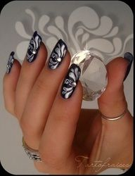 Tribal silver flowers on black nails nail art in 2019 nagels, mooie nagels,