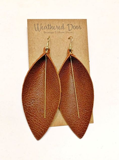 Informations About Brown Leather Leaf Earrings with Gold Embellishments Pin You can easily use my pr Leaf Earrings, Diy Earrings, Leather Leaf, Leather Tooling, Brown Leather, Leather Bags, Handmade Notebook, Handmade Books, Diy Leather Earrings