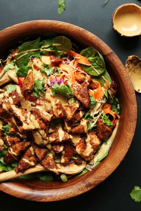 rainbow Thai salad with veggies, noodles, and marinated peanut tempeh! Dress with peanut sauce for a flavorful, healthy, plant-based meal! Food from recipes Healthy Recipes, Asian Recipes, Whole Food Recipes, Vegetarian Recipes, Tempeh Recipes Vegan, Vegan Food, High Protein Vegan Recipes, Vegan News, Curry Recipes