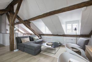 Studio Cosy Sous Les Toits A Paris Les Conseils De Cristina Velani Chambre De Bonne Appartement Meuble Appartement Luxe