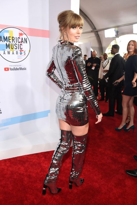 Taylor Swift, fashion detail, attends the 2018 American Music Awards…
