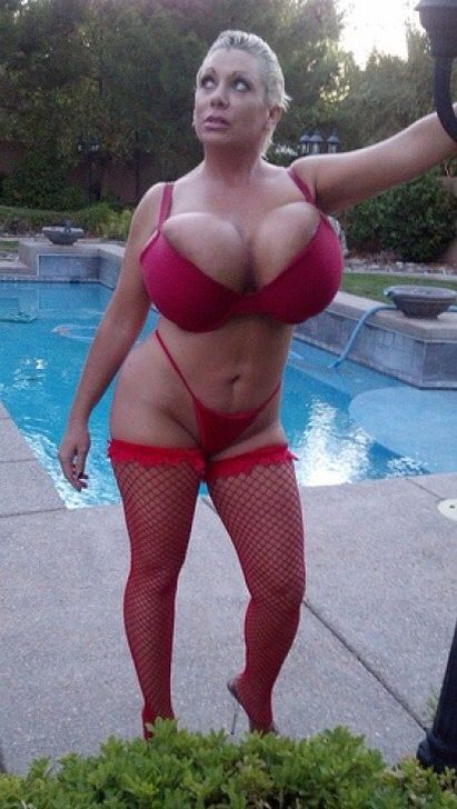Claudia marie tits