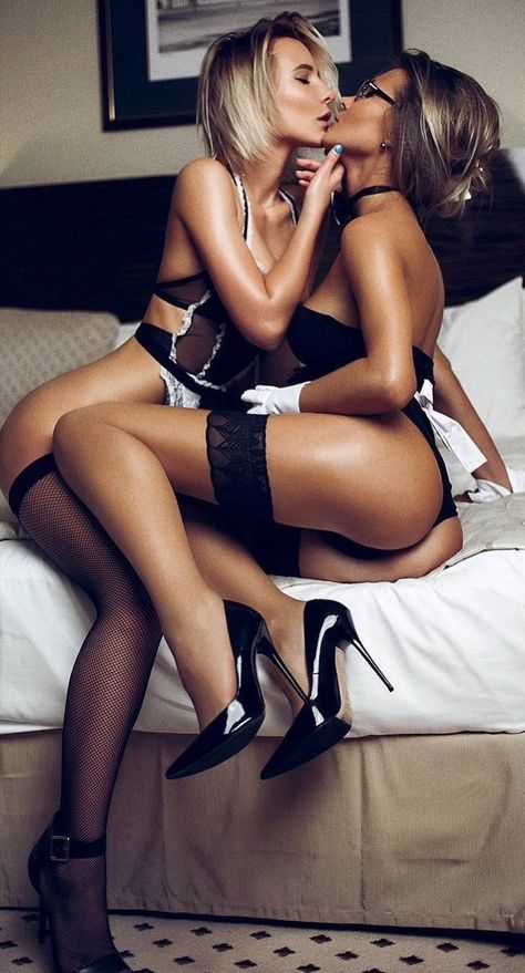 Sexy Asian Lesbians Kissing