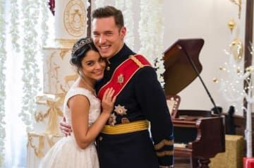 Netflix Is Releasing Another Royal Christmas Romance This Time Starring Vanessa Hudgens Vanessa Hudgens Movies Netflix Christmas Movies Holiday Movie