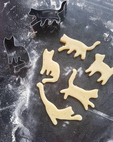 So cute!! #cats #crazyforcats #catcrazy #craxycatlady #cookies #sugarcookies #bakingpinterest #pinterest