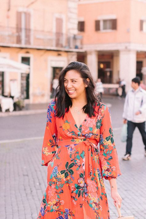 How to do your own Think Week. The importance of mental creativity. Why you need to disconnect. Photo is taken at Piazza Navona in Rome, Italy. This is a must-see in Rome. Also wearing a floral dress with pockets. The perfect spring dress. How to wear dresses with sneakers.White sneakers outfits.   #mentalcreativity #socialmediadetox #rome #piazzanavona #whitesneakersoutfit