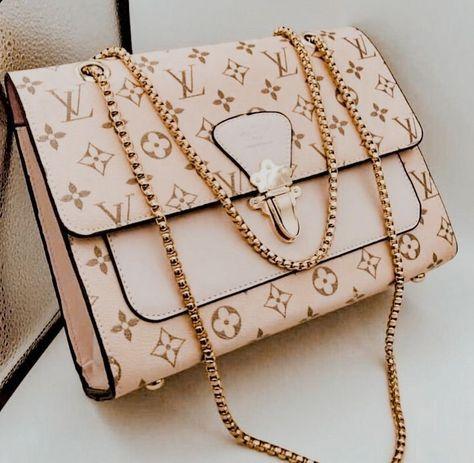 Fashion Handbags, Fashion Bags, Fashion Accessories, Runway Fashion, Icon Fashion, Fashion Hub, Vogue Fashion, Fashion Editor, Korean Fashion