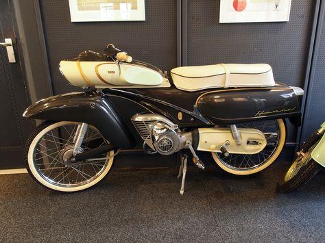 """Die Victoria Typ 115 ist ein Kleinkraftrad der Zweirad Union AG Nürnberg, das von 1961 bis 1965 gebaut wurde.  Das Mokick wurde unter allen drei Markennamen der Zweirad Union vertrieben. So gab es baugleiche Modelle von DKW mit dem Namen """"DKW Hummel 115"""", von Victoria als """"Victoria 115"""" und von den Express Werken AG. als """"Express 115"""". Von allen drei Marken hingegen wurde die Variante """"Kavalier 115"""" angeboten."""