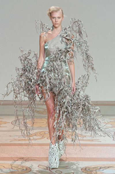 Iris Van Herpen Fall 2013. http://votetrends.com/polls/1239/share #designer #gown #high fashion #couture