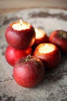 Pour une ambiance festive et nature lors du réveillon, décorez votre table avec des pommes en guise de bougeoirs