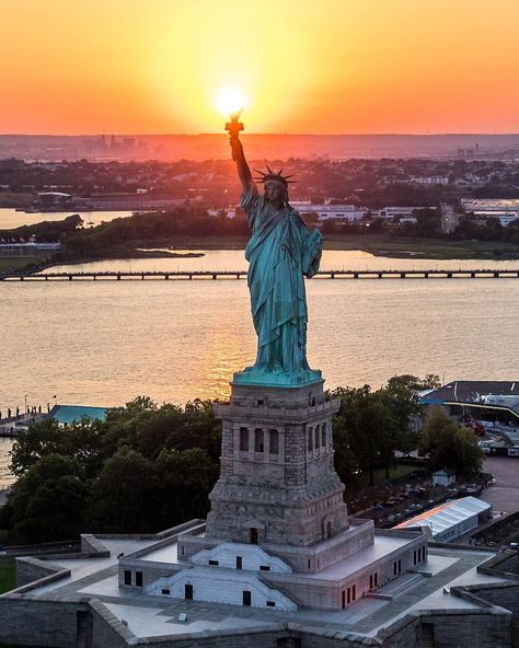 #newyork #newyorkcity #nyc #statueofliberty #newyorker #ilovenewyork #newyorkphotography #photography #sunset