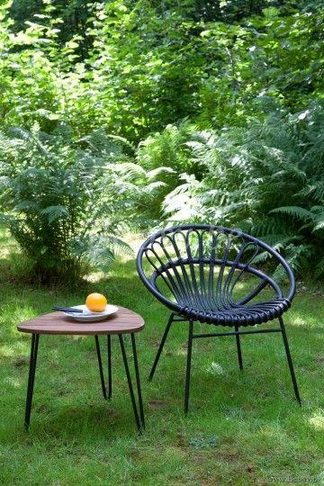 Vincent Sheppard Rozy Side Table Teak Small Teak Top 50 Rozy Grillige Organische Bijzettafel Voor De Tuin Klein Massief Teak Tafelblad Zwart Gepoederl Tuin Terrasstoelen Bijzettafel