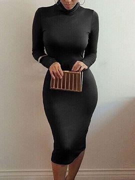 Vestido negro ajustado cuello