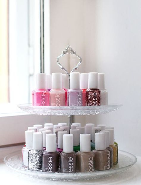 Vernis sur présentoir à gâteau- Nail Polish on a cupcake stand Rangement vernis à ongles - Nail Polish Storage Fabulous Ideas