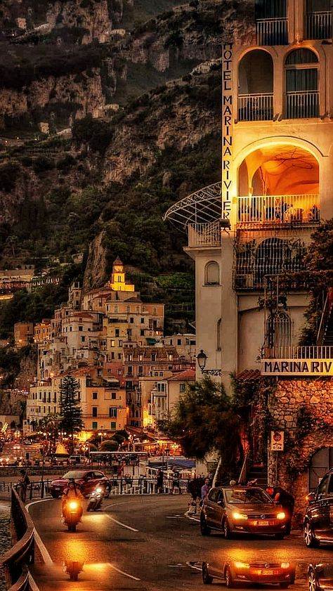 AMALFI - wonderful Sunset Panorama - vert Italia you do me so well 🍾 Places Around The World, The Places Youll Go, Places To See, Around The Worlds, Beautiful Places To Travel, Wonderful Places, Romantic Travel, Romantic Places, Travel Aesthetic