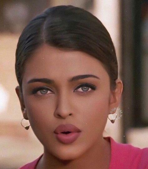 Aishwarya Rai Makeup, Aishwarya Rai Photo, Aishwarya Rai Young, Actress Aishwarya Rai, Aishwarya Rai Bachchan, Bollywood Actress, Most Beautiful Faces, Beautiful Lips, Gorgeous Women