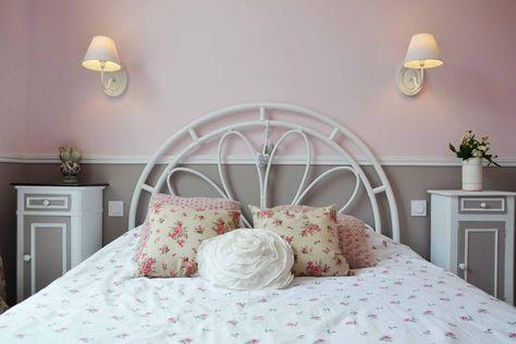 Chambre romantique, rosé poudré et marron glacé | Chambre ...