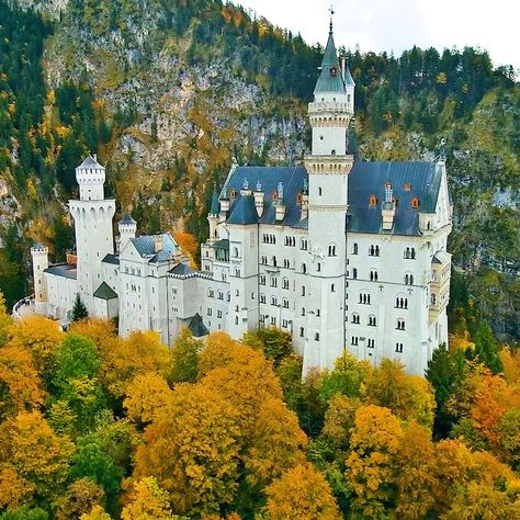 Neuschwanstein Castle in Bavaria, Germany is one of the most beautiful medieval castles in the world, it inspired Sleeping Beauty and looks like it was plucked from a fantasy novel. 🗺 🚗 🚌 ✈️ 🎒 🚊 🏍️ 🚀 Welcome to www.VisualTshirt.com 👕 Shop Your Perfect Traveling Apparel - T-shirt, V-neck, Long Sleeve, Hoodie & More  . . #abandoned #abandonedplaces #decay #urbex #abandoned_junkies #kings_abandoned #urbanexploration #ig_urbex #grime_lords #urbex_supreme #all_is_abandoned #jj_urbex #decay_na