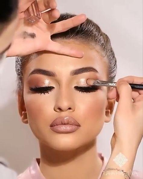 Happy Friday ❤️❤️❤️ LOVE this look!!What do you guys think? Makeup by @ilahahajiyeva  @hudabeautyshop  Easy Bake Powder, Lip Strobe, Faux…