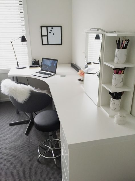 20 Home Office Ideas (Modern Style and Comfortable) - Pandriva : So make sure you design your home office exactly how you want from the perfect colors, . See more ideas about Desk, Home office decor and Home Office Ideas. Home Office Space, Home Office Design, Home Office Decor, Office Furniture, Home Decor, Office Ideas, Office Designs, Office Setup, Study Office