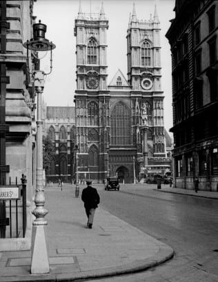 Suitcase Of Old Photos Found In Attic Shows Unseen Side Of London Old Photos Vintage London Ferry Building San Francisco