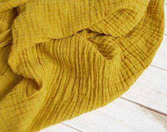 Couverture De Lange Mousseline A La Moutarde Faite De 100 Coton Double Gaze Genereusement Dimensionne 45 Car Muslin Fabric Gauze Fabric Muslin Swaddling