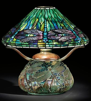Collecting Guide 10 Things To Know About Tiffany Lamps Lampes Tiffany Tiffany Vitrail Lampe De Table En Verre
