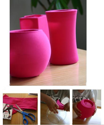 """Separe vasos de vidro de tamanhos e formas diferentes e coloque-os dentro de meias-calças (use as mais grossas). Deixe o pé da meia no fundo do vaso, antes calcule o tamanho para cortar e deixar a parte """"da sobra"""" um pouco para dentro do vaso. A Anna dá a ideia de usar meias de poá, ou estampadas. Concordo com ela, ficaria um charme!"""