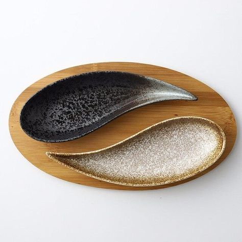 Impress your guests with Our Leaf-shaped Japanese Sushi plate. Perfectly crafted for all your dinner party needs, it is sure to wow your guests with it's perfect craftsmanship. Our Creative Snacks Dishes features feel comfortable, fine porcelain, high-temperature firing, and environmental protection. These sushi plates are very easy to clean. A charming kitchen is essential, it will add elegance to your kitchen or living space. Ideal for display in the kitchen, restaurant, or office as well as f