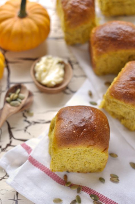 Pumpkin Dinner Rolls. #KrogerHoliday