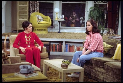 Valerie Harper as Rhoda Morgenstern and Mary Tyler Moore as Mary Richards from the 1970s CBS television situation comedy series THE MARY TYLER MOORE...